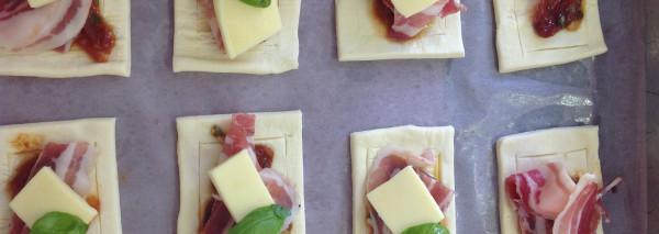 Step-by-step: Prosciutto and mozzarella slices